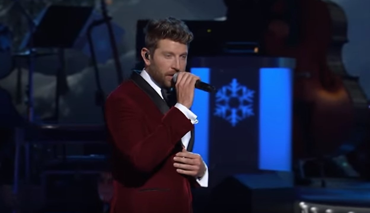 Brett Eldredge It's Beginning To Look a Lot Like Christmas