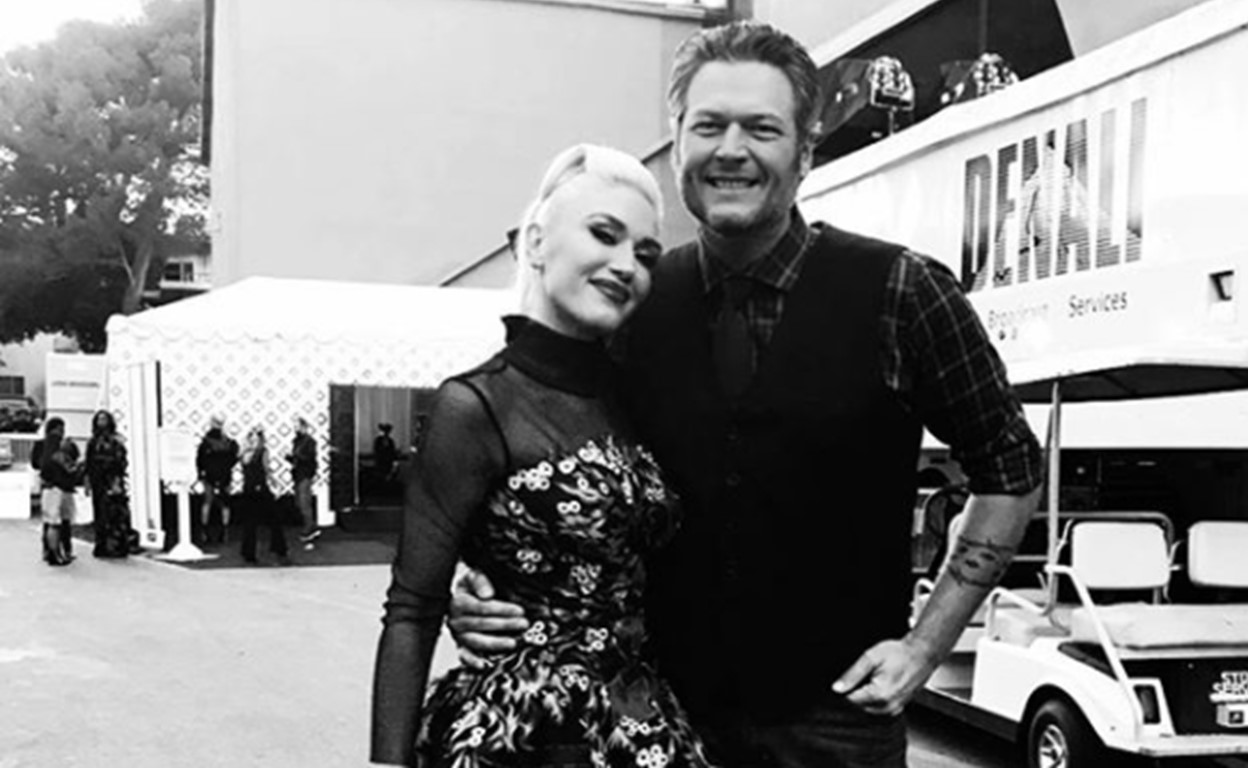 blake shelton gwen stefani you make it feel like christmas