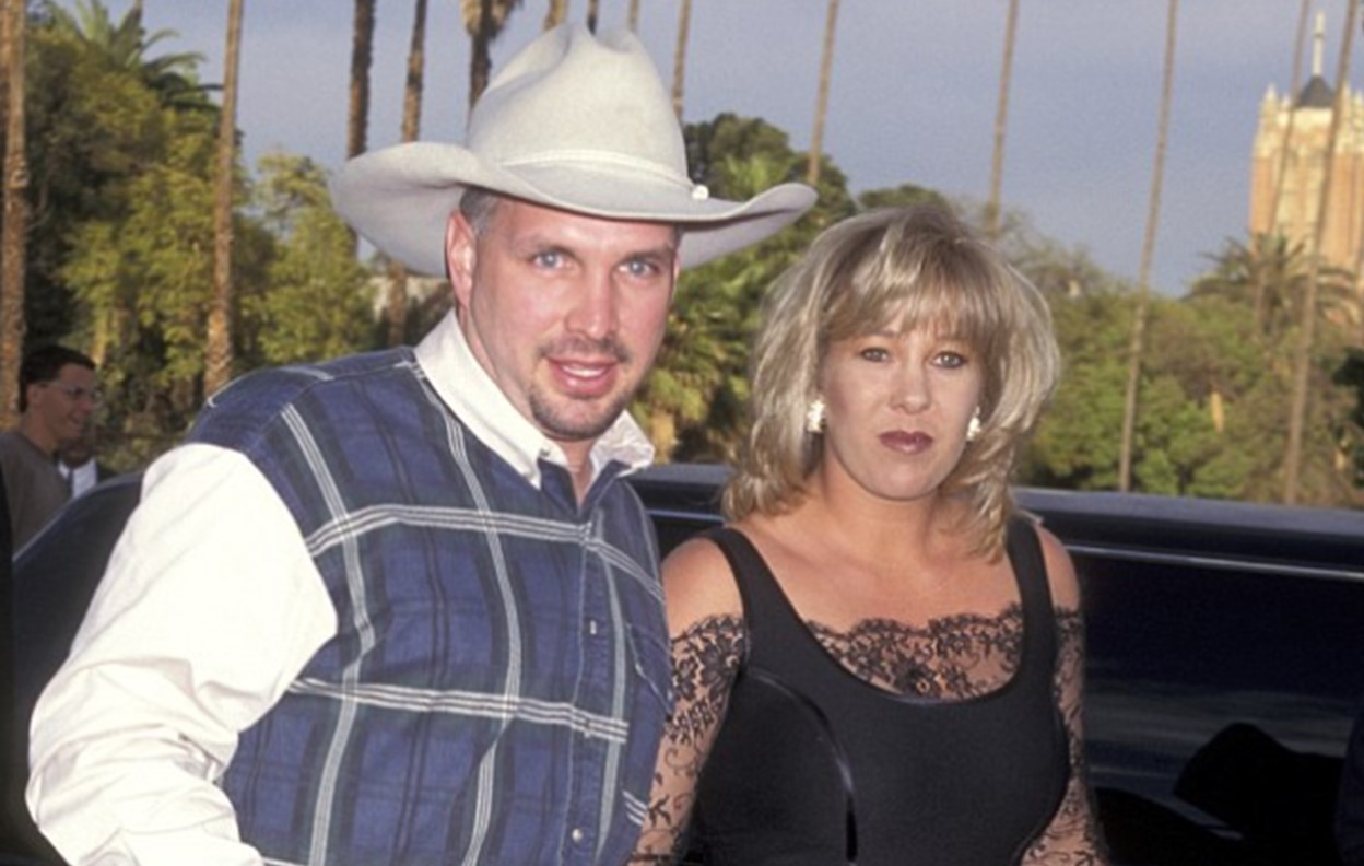 garth brooks ex-wife sandy mahl