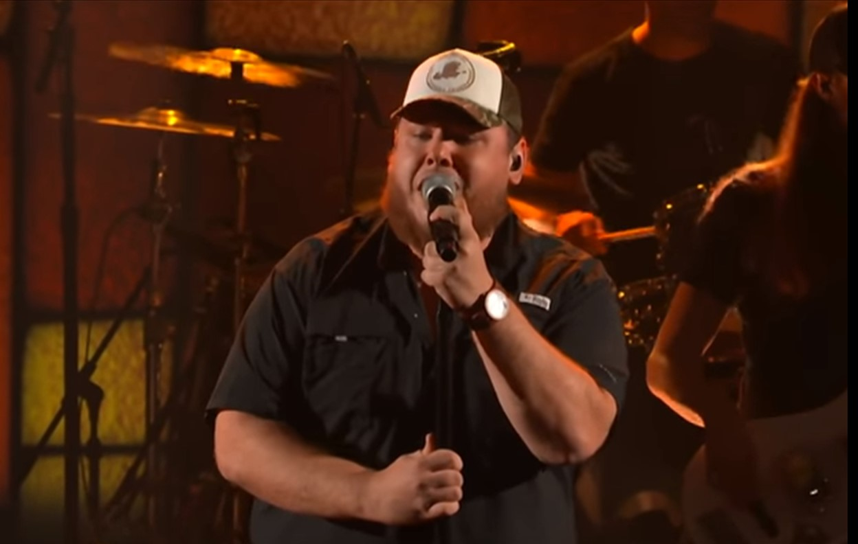 """Watch Luke Combs Perform Soulful """"One Number Away"""" on 'Colbert'"""