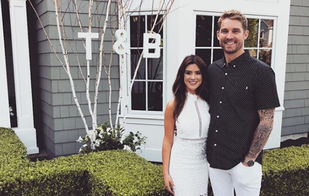 brett young marriage