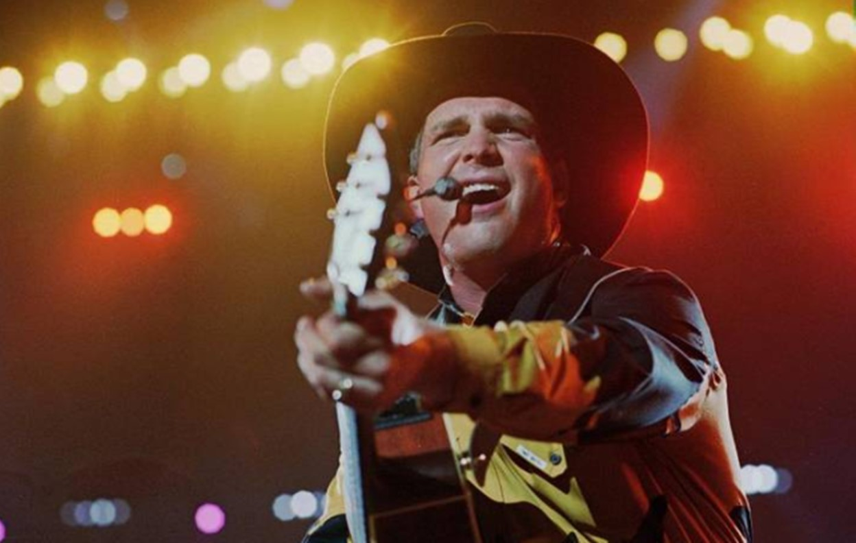 garth brooks the thunder rolls