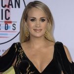 Pregnant Carrie Underwood Stuns at 2018 American Music Awards