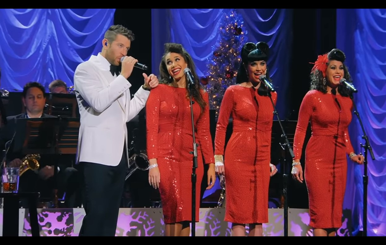 "Brett Eldredge Covers ""Baby, It's Cold Outside"" [Video]"