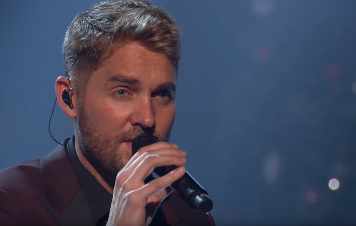 "2018 CMA Country Christmas: Brett Young ""Mary, Did You Know?"""