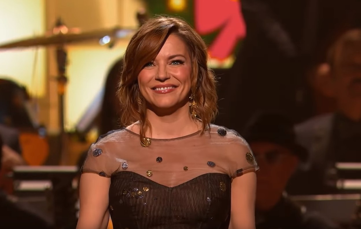 2018 cma country christmas martina mcbride