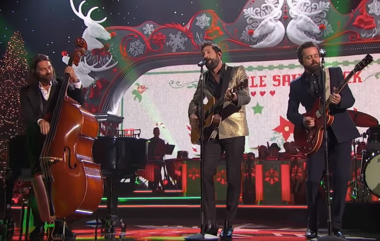 "2018 CMA Country Christmas: Old Dominion ""Little Saint Nick"""