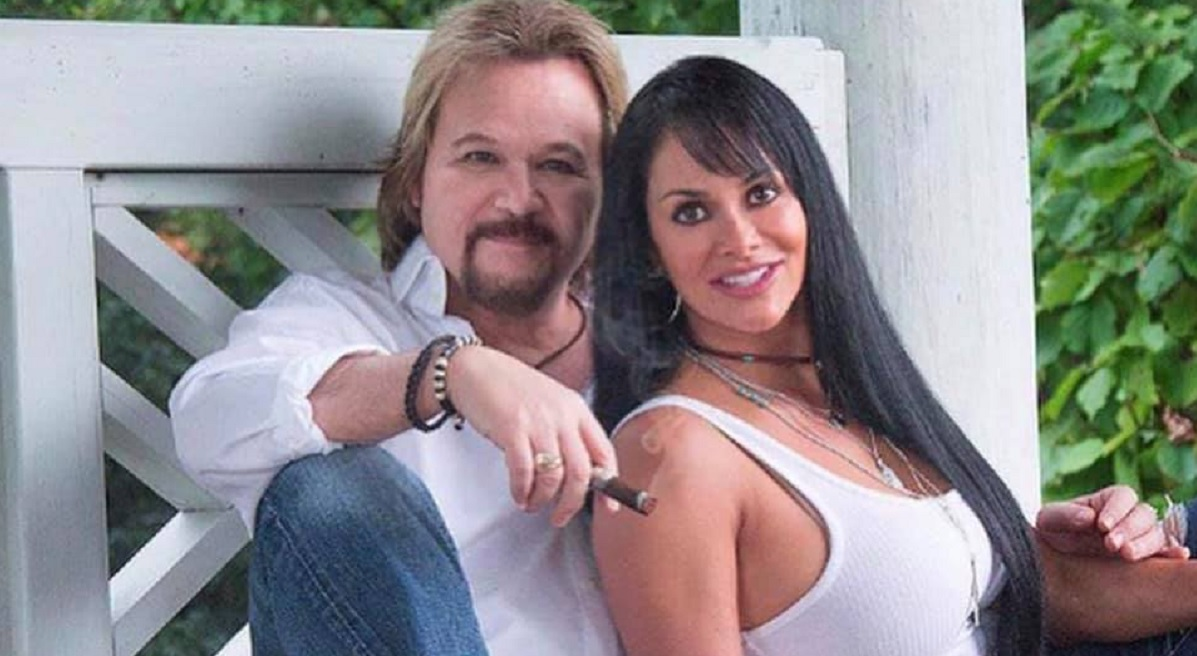 Travis Tritt Wife