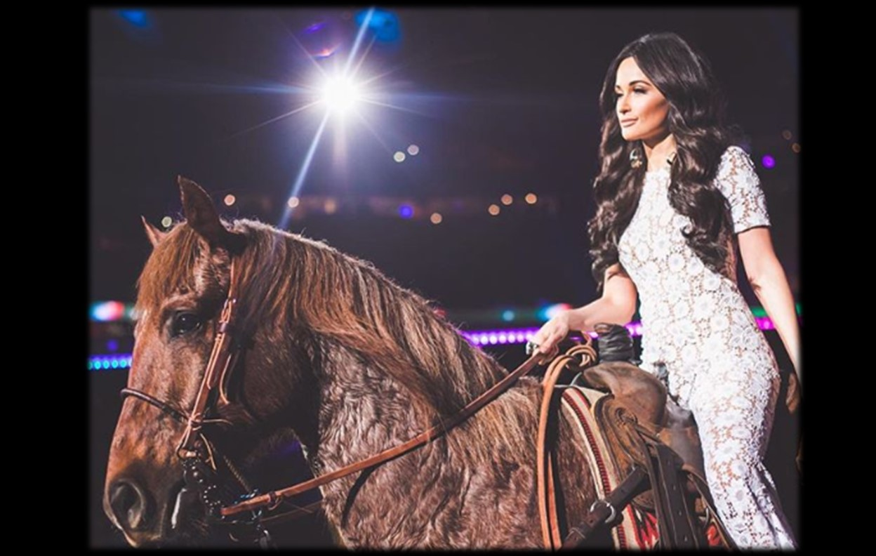 Kacey Musgraves Covers Selena At The Houston Livestock Show