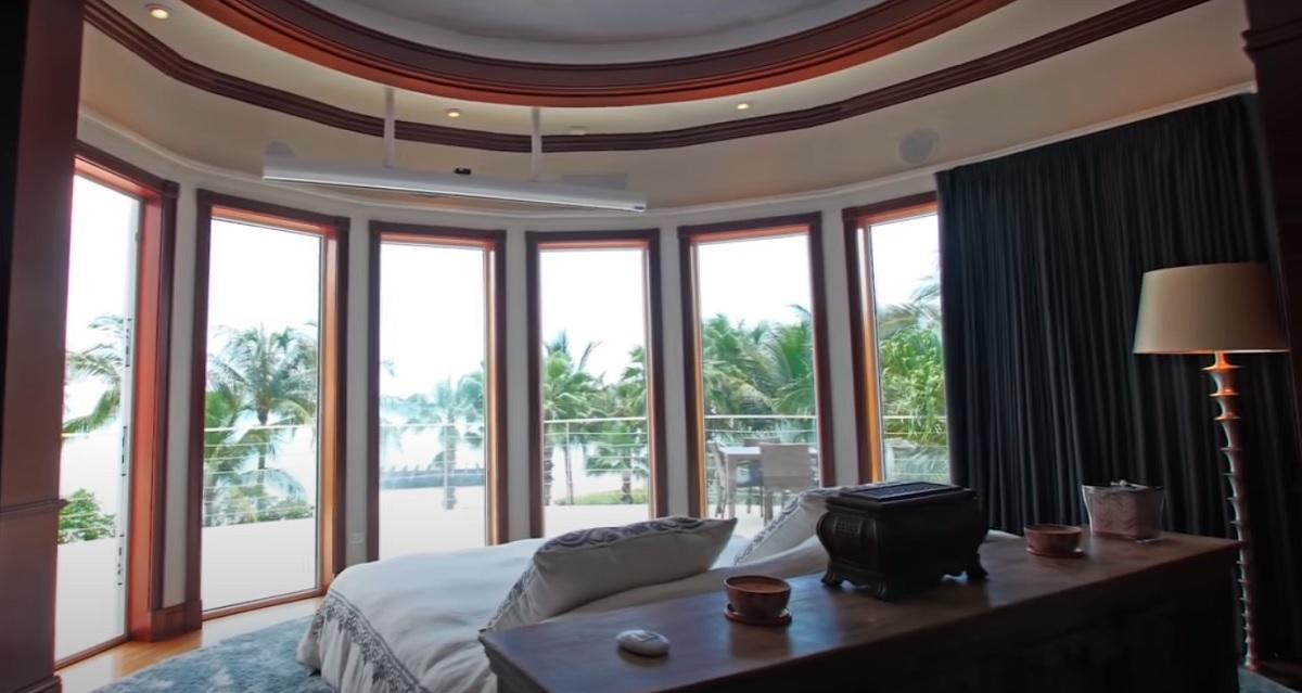 Shania Twain Master Bedroom