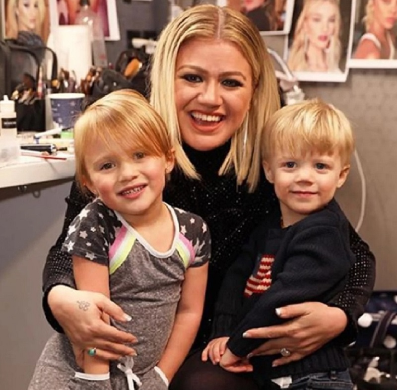 Kelly Clarkson Kids