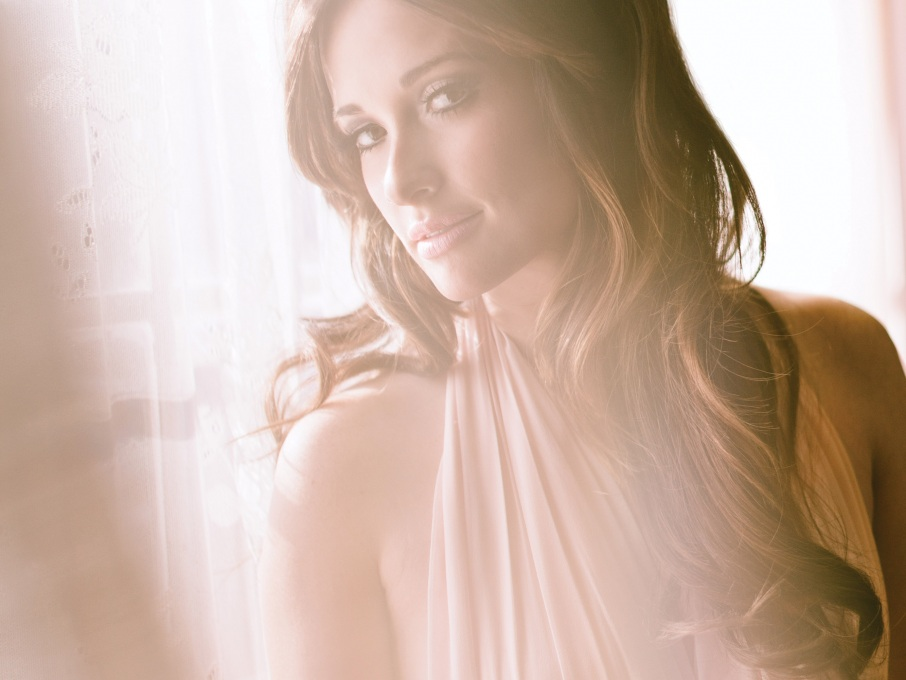 WATCH Kacey Musgraves Perform New Song