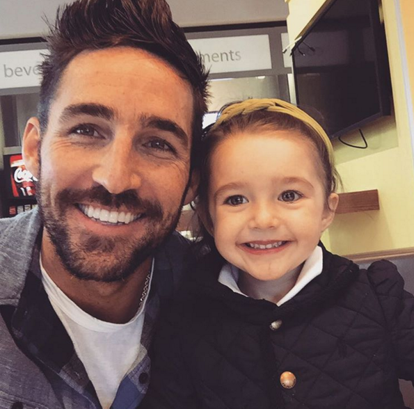 [WATCH] Jake Owen's Adorable Daughter Sing!