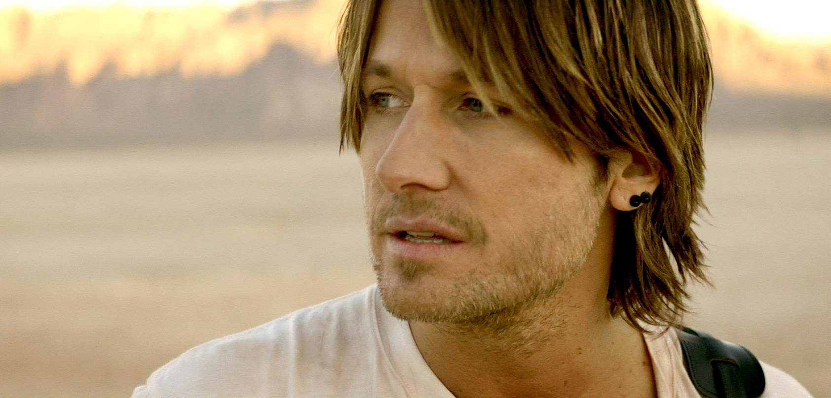 Watch Keith Urban Get Some New Body Art [Video]