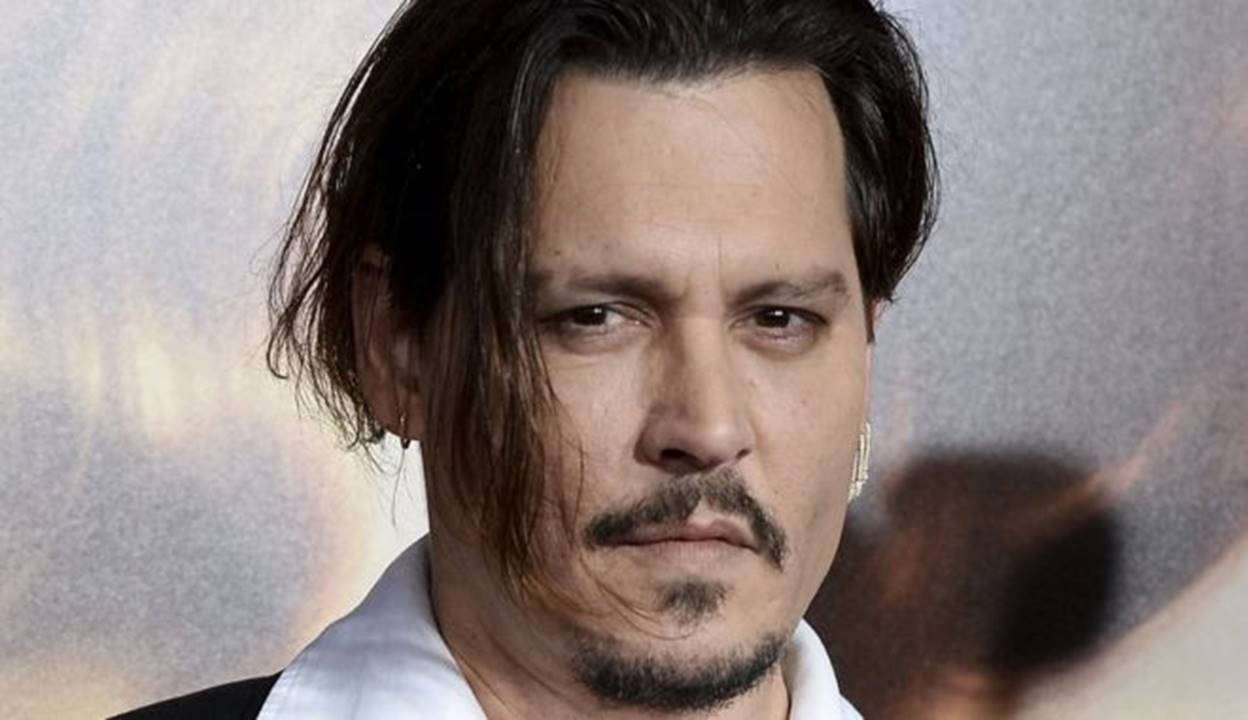 Johnny Depp is busy promoting Alice Through the Looking Glass and telling jokes about his legal woes…